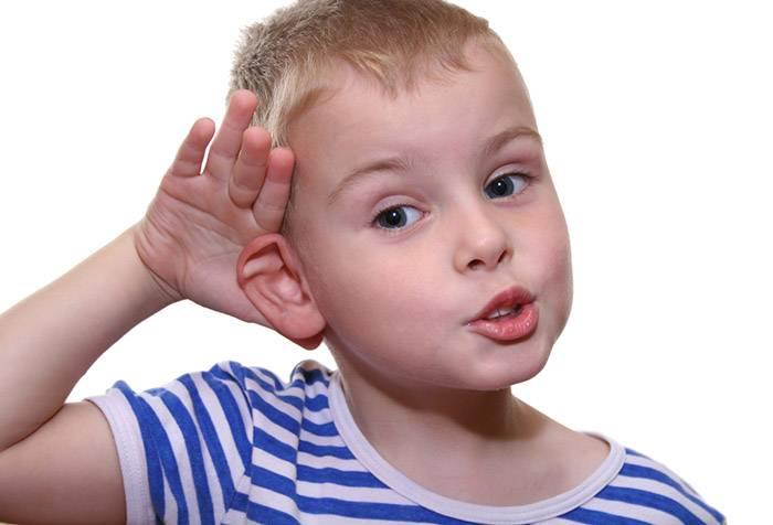 Ребенок прислушивается