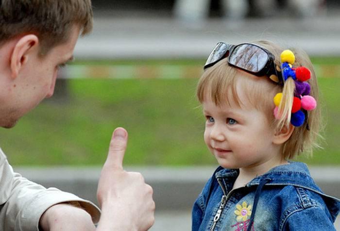 Папа договаривается с дочкой