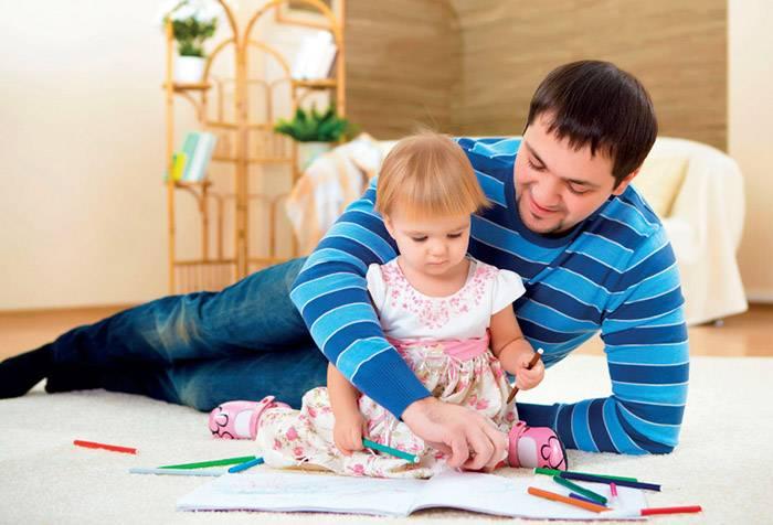 Папа с трехлетней дочкой