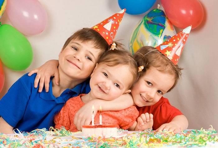 Дети отмечают день рождения