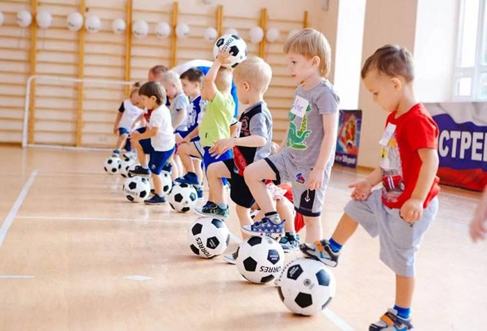 Дошкольники на спортивной тренировке