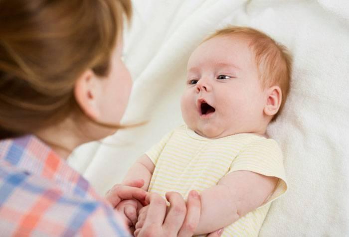 Ребенок агукает