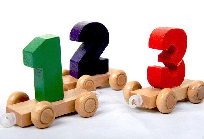 Игрушка - вагоны с цифрами