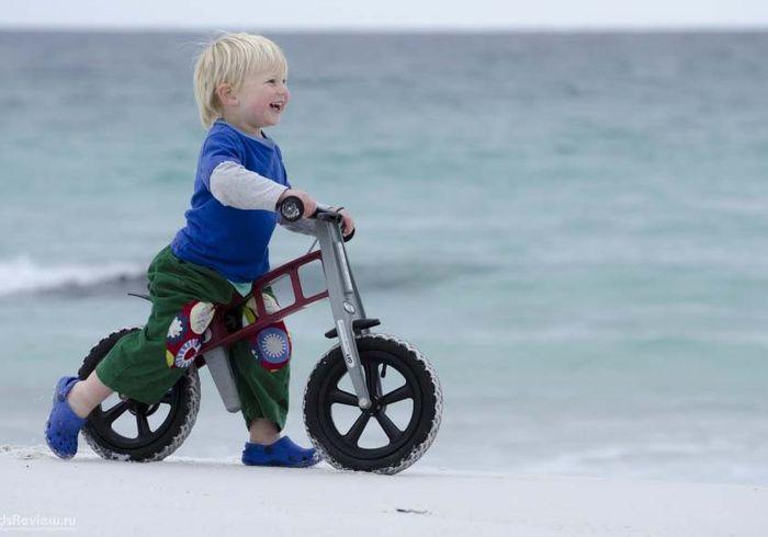 Как выбрать правильный беговел для детей от 2 лет