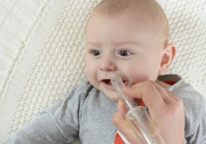 Прочистка носа ребенка