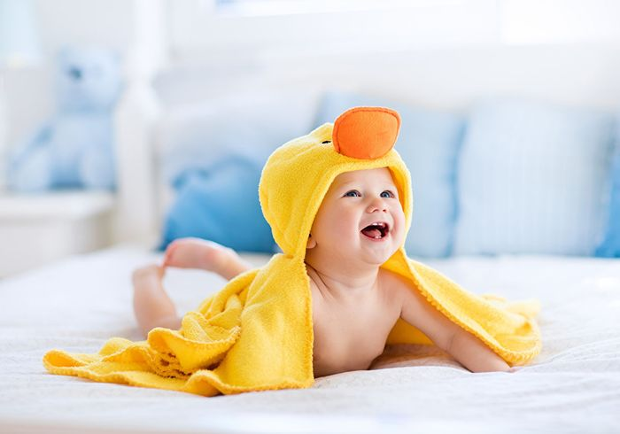 Смеющийся ребенок