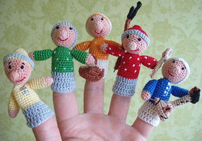 Вязанные куклы на пальцах
