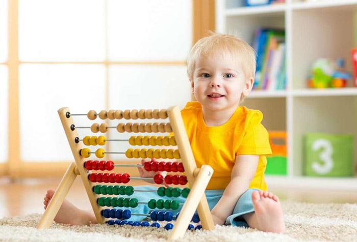 Ребенок и счеты