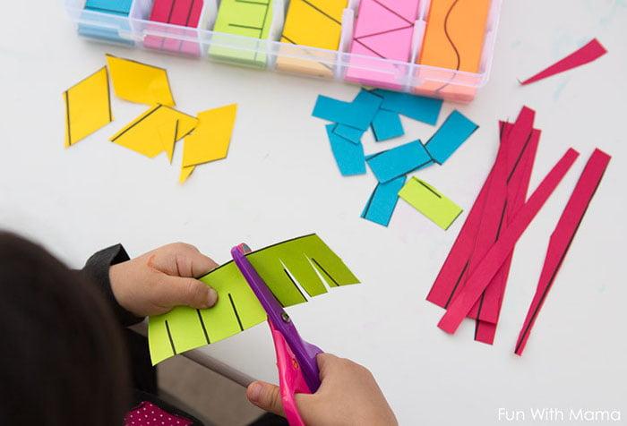 Ребенок вырезает из цветной бумаги