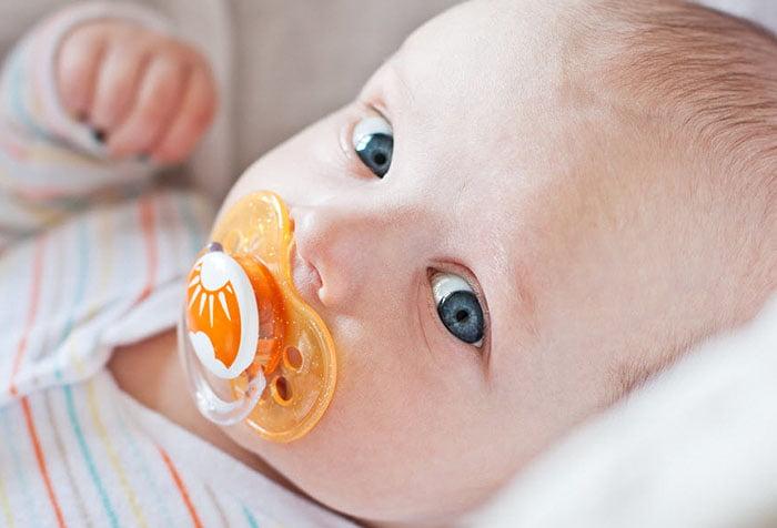 Как приучить ребёнка к соске без лишних мучений?