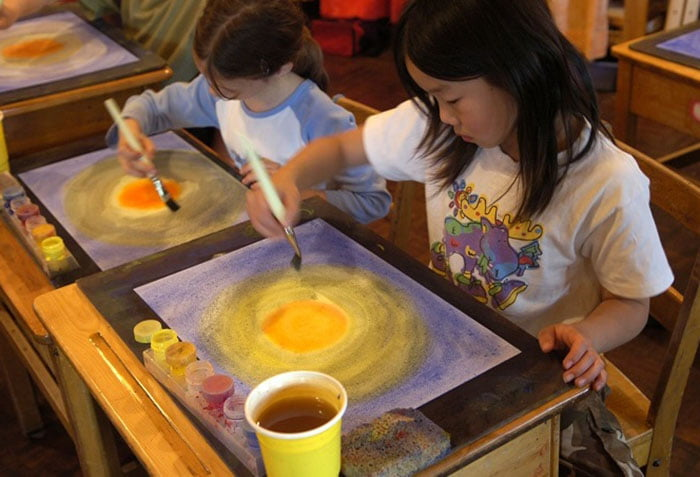 Дети рисуют солнце