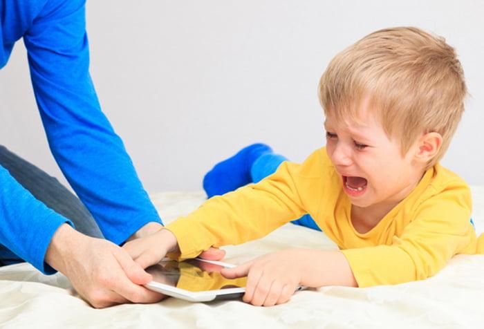 Ребенок не хочет отдавать планшет