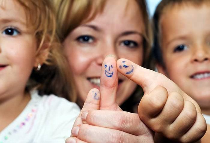 Смайлики на пальцах у детей