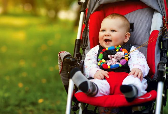 Полугодовалый малыш в коляске