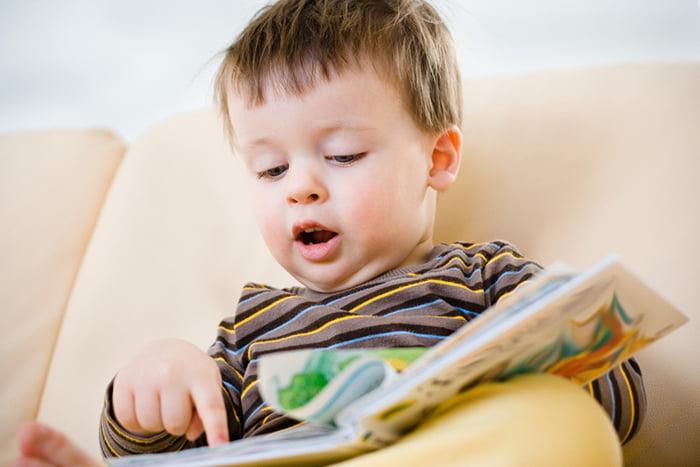 Ребенок учится читать