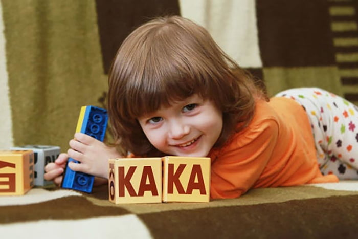 Ребенок с кубиками Зайцева