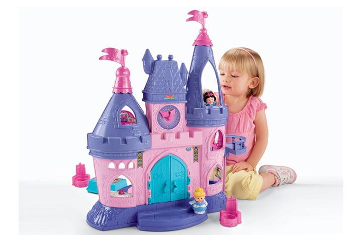 Девочка с игрушечным замком