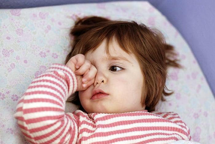 Ребенок не засыпает в кроватке