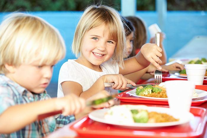 Дети за обедом