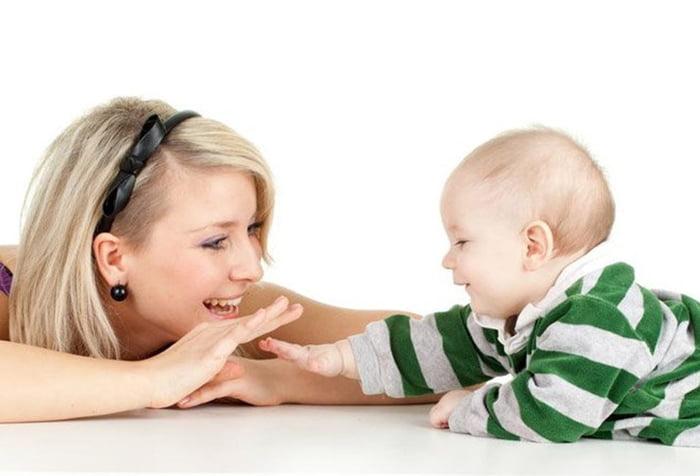 Развитие ребенка в 9 месяцев: что должен уметь малыш?