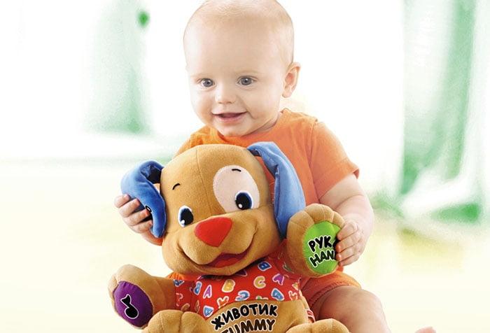 Малыш с развивающей игрушкой