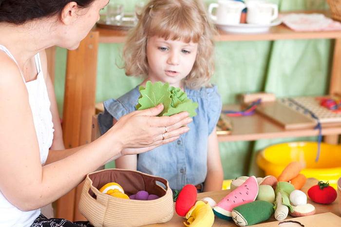 Игра с фетровыми овощами и фруктами