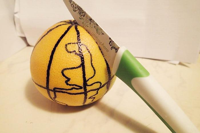 Апельсин, разрисованный под глобус