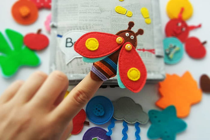 Игрушка на палец - насекомое