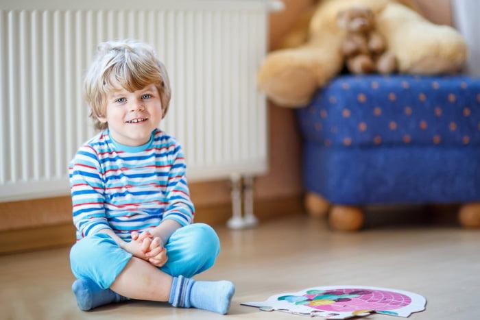 Четырехлетний ребенок дома