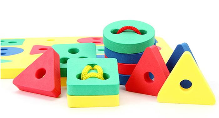 Развивающая игрушка - геометрические фигуры