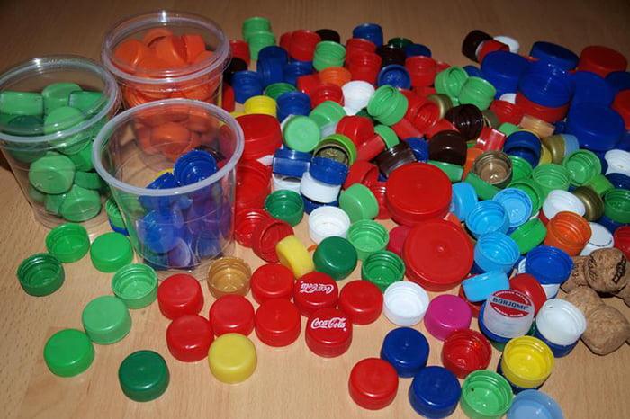 Пробки от пластиковых бутылок