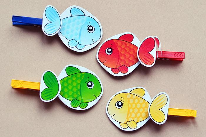 Разноцветные рыбки на прищепках