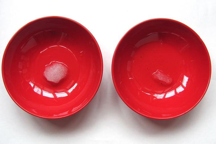 Тающий снег на тарелках