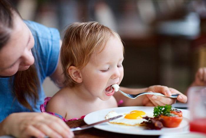 Кормление ребенка в год и 9 месяцев