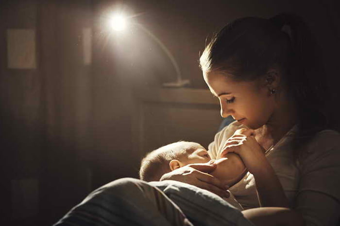 Ночное кормление малыша