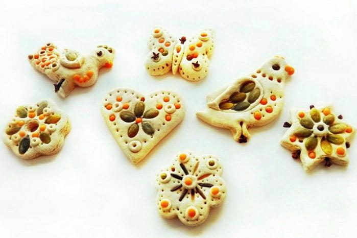 Фигурки из соленого теста и круп