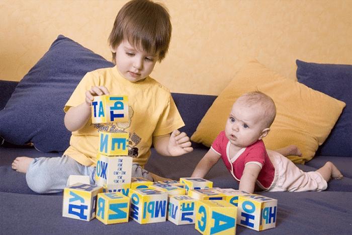 Дети с кубиками Зайцевых
