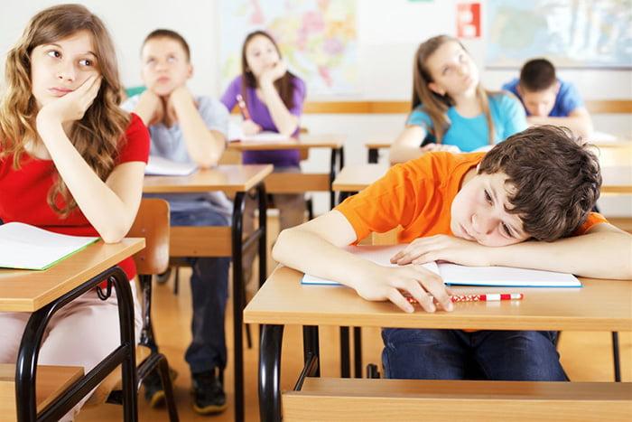 Дети скучают на уроке