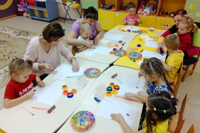 Дети рисуют в разных техниках