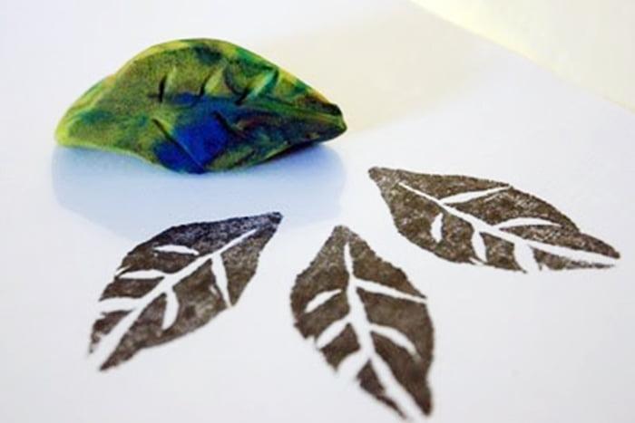 Самодельный штамп в виде древесного листа