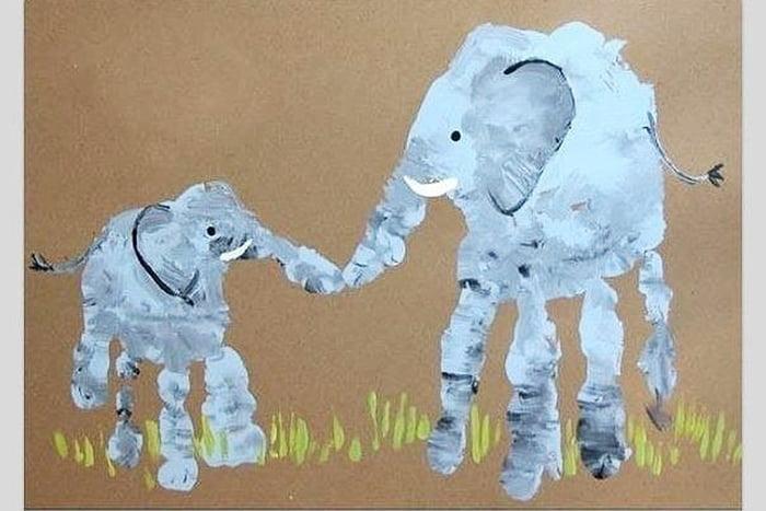 Слоники, нарисованные ладошками