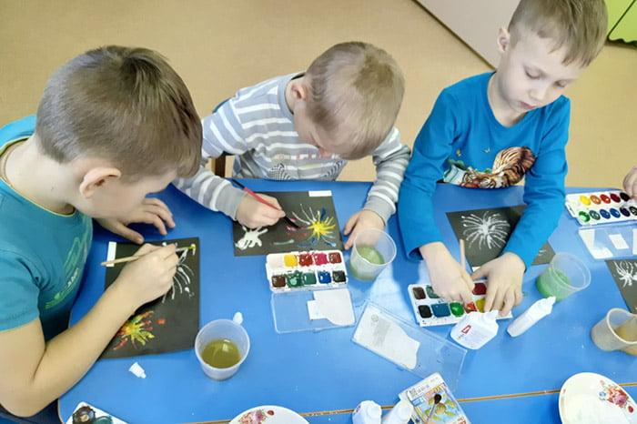Дети рисуют в солевой технике