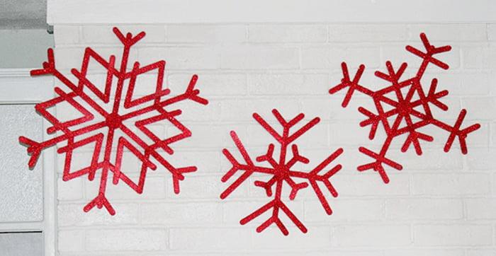Большие красные снежинки из палочек от мороженого