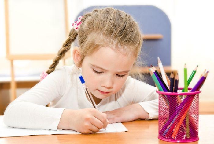 Девочки пишет