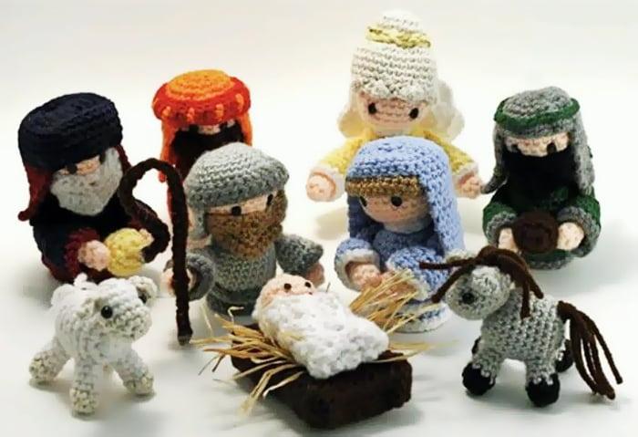 Вязаные фигурки Младенца Иисуса, Марии, Иосифа, волхвов и других