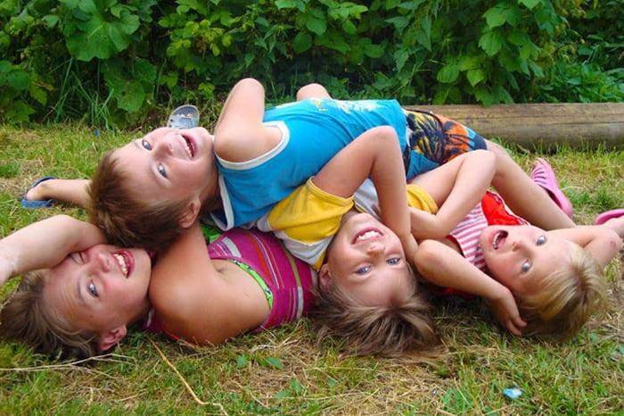 Дети изображают желе