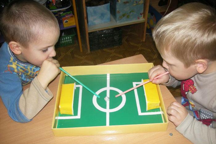 """Игра для развития дыхания у детей - """"Воздушный футбол"""""""