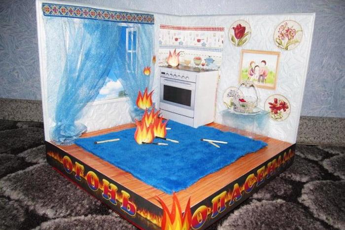 """Детская работа - макет """"Пожар на кухне"""""""