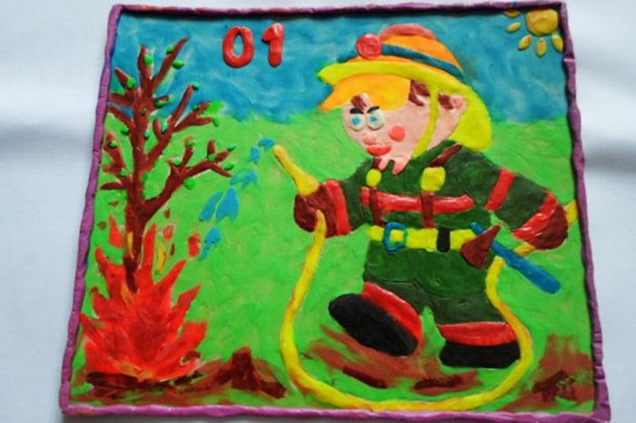 Детская работа в технике пластилинография - пожарный