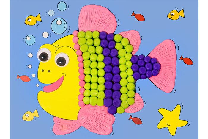 Рыбка из пластилиновых шариков